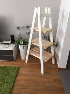 DIY Pallet Furniture Ideas - DIY Pallet Ladder Shelf - Best Do It Yourself Projects Made With Wooden Pallets - Indoor and Outdoor, Bedroom, Living Room, Patio. Coffee Table, Couch, Dining Tables, Shelves, Racks and Benches http://diyjoy.com/diy-pallet-furniture-projects