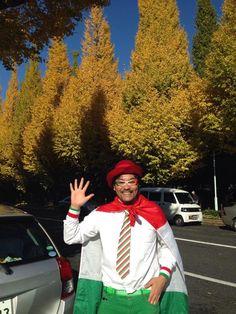 イタリア、ローマでお笑いをやっていた唯一の日本人♪イタリアン芸人&ご当地キャラ好き芸人【佐々木カルパッチョ様】弊社のネクタイを大変気に入ってくださり衣装としてお使いいただいております(o´∀`o) まさかまさかの出会いに感謝します♪