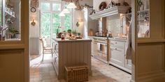 De nostalgische keuken vormt de basis voor een volledig interieur in landelijke stijl. Tot in detail uitgevoerd met de klasse van een echte herenboerderij.