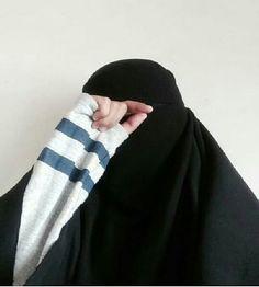 Hijab Niqab, Mode Hijab, Hijab Drawing, Iphone Wallpaper Quotes Love, Muslim Women, Awesome Things, Islamic Quotes, Cool Girl, Women's Fashion