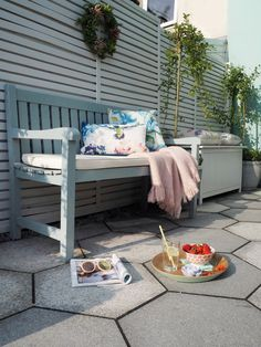 Best And Beautiful Home Outdoor Ideas For Enjoying Your Days - Page 10 of 28 - Fajrina Decor Outdoor Sofa, Outdoor Living, Outdoor Decor, Outdoor Ideas, Home Decor Bedroom, Diy Home Decor, Summer In England, Small Patio Spaces, Outdoor Spaces