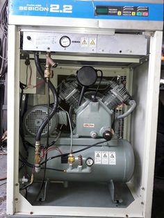 Máy nén khí piston Hitachi 2.2 kW có hệ thống tách ẩm, dùng cho sơn, gara ô tô.