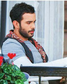 Turkish Men, Turkish Beauty, Turkish Actors, Most Popular Hashtags, Elcin Sangu, Instagram Story Viewers, Tv Awards, Hot Actors, Pretty Men