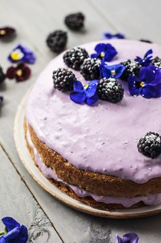 A delicious clean eating cake recipe as tasty as it is elegant, this coconut blackberry cake is the perfect dessert for all occasions. Clean Eating Cake, Clean Eating Desserts, Healthy Eating, Healthy Food, Baking Recipes, Whole Food Recipes, Cake Recipes, Healthy Cake, Healthy Desserts