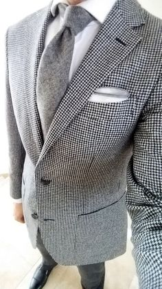 gentlemenscholarsclub: Monochromatic vision B&W houndstooth Havana suit jacket from @suitsupply; gray wool tie from @bergandberg; gray-bordered pocket square from Simonnot Godard.
