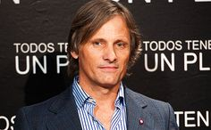 #ViggoMortensen reads #LePetitPrince > Would make the perfect b'day gift pour moi! <3