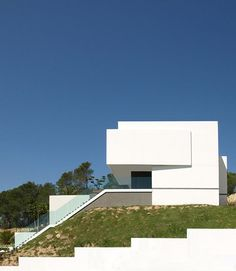 Water House : Alicante-based architecture firm Esculpir el Aire are the sculptors of a crisp white dwelling situated on Spain's Altea hillside. The Water House stands in a location comforted by moderate weather, a boxy structure that warmly welcomes its natural outdoor surroundings inside.