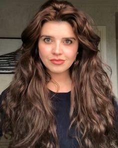 Wavy Hair Best Picture For blonde curly hair short For Your Taste You are looking for something, and Curly Hair Fringe, Brown Wavy Hair, Blonde Curly Hair, Natural Wavy Hair, Long Wavy Hair, Curly Hair Styles, New Braided Hairstyles, Hairstyles For Round Faces, Cabelo Inspo