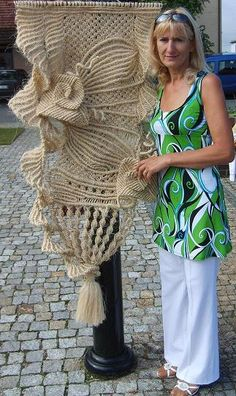 Jolanta Surma with a wall hanging #macrame - before it's painter