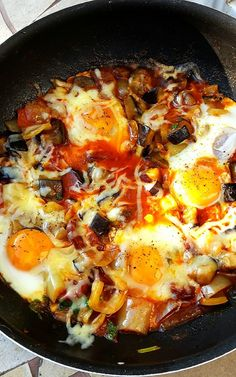 Shakshuka – a lecsók lecsója – Konyhagyári capriccio Crossfit Diet, Hungarian Recipes, Cooking Recipes, Healthy Recipes, Healthy Life, Brunch, Food And Drink, Favorite Recipes, Snacks