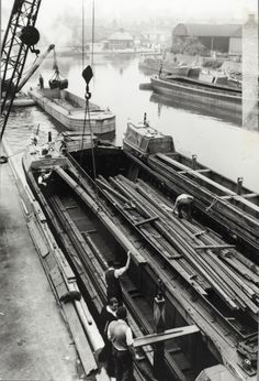 Narrowboats being loaded with steel channels at Brentford Canal Boats England, Steel Channel, Brentford, London Pictures, Narrowboat, Old Stone, Rivers, Past, Landscapes