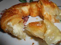 Εικόνα Greek Pastries, Filo Pastry, Greek Recipes, Bagel, Cauliflower, Cake Recipes, French Toast, Food And Drink, Stuffed Peppers