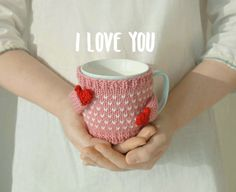 Heart mug sweater - Pink Material : wool + Acrylic yarn Recommended for standard sized mugs, such as a Starbucks tall mug cup. Mug Cozy, Coffee Cozy, Kawaii Crafts, Diy Mugs, Trendy Girl, Diy Crochet, Arm Warmers, Needlework, Crafty
