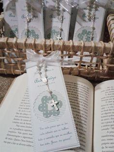 Primeira Comunhão ou Eucaristia pede uma lembrancinha delicada e também útil, que tal uma bela mensagem em um marca página de livros? Dessa vez a escolha foi verde água, ficou uma graça, vejam abai...