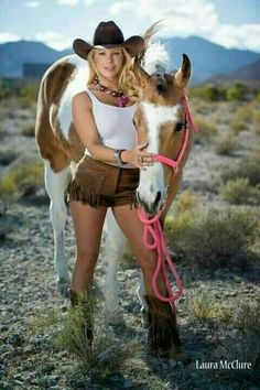 Cute Country Girl, Real Country Girls, Country Women, Cowgirl Look, Cowgirl And Horse, Sexy Cowgirl, Cow Girl, Horse Girl, Westerns