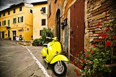 Vespa riding in Tuscany! Europe Travel Guide, Italy Travel, Travel Guides, Vespa Retro, Vintage Vespa, Northern Lights Trips, Italy Street, Villas In Italy, Best Scooter