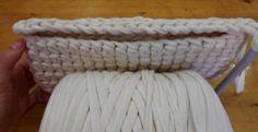 cartera trapillo (11) Crochet Clutch, Knit Crochet, Cotton Cord, Crochet Phone Cases, Diagram Chart, T Shirt Yarn, Travel Design, Knitted Bags, Merino Wool Blanket