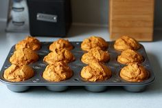 skinny pumpkin muffins 1 weight watchers point each Healthy Treats, Yummy Treats, Delicious Desserts, Sweet Treats, Yummy Food, Tasty, Ww Recipes, Fall Recipes, Holiday Recipes