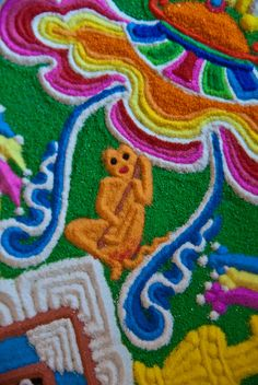 close up of a Sand Mandala. I remember school taking us to watch the Buddhist monks making sand mandalas and it was breath taking the detail they can make with sand. it teaches you mindfulness, all of it can be swept away with a little gustof wind. Tibetan Art, Tibetan Buddhism, Buddhist Art, Mandala Buddhist, Buddhist Monk, Sand Painting, Sand Art, Tibetan Sand Mandala, Chakras
