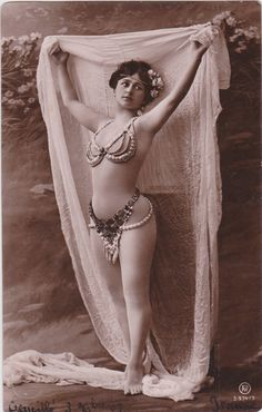 1907..Beautiful Edwardiany Dancer in Pearl Costume