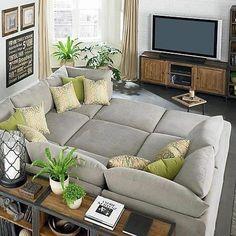 Crianças, animais de estimação e regiões muito quentes ou frias influenciam na escolha do sofá. Clique na imagem e confira algumas dicas!