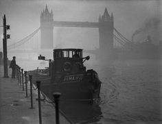 #Tower Bridge during The Great Smog of London December 1952 [1200x922] #history #retro #vintage #dh #HistoryPorn http://ift.tt/2fYCscr