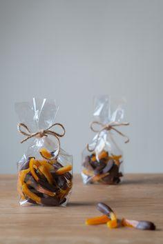 Kandiseret appelsinskal dyppet i mørk chokolade | Candied orange peel - chocolate dipped