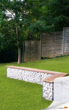 12 great garden furniture ideas that make your garden even more inviting - DIY garden bench Diy Outdoor Furniture, Garden Furniture, Outdoor Decor, Furniture Ideas, Furniture Movers, Outdoor Ideas, Back Gardens, Outdoor Gardens, Vertical Gardens