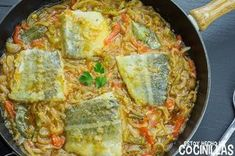 Cómo hacer bacalao encebollado. Receta fácil paso a paso con fotos. Aprende a preparar este plato típico de la cocina canaria. ¡Está buenísimo!