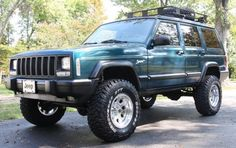 Nice XJ lift on tires, pretty much what I'm going for! Modificaciones Jeep Xj, Jeep Xj Mods, Jeep Wrangler Lifted, Jeep Cars, Jeep Truck, Lifted Jeeps, Jeep Wranglers, Lifted Jeep Cherokee, Cherokee Sport