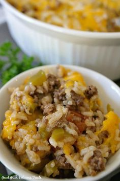 Stuffed Bell Pepper Casserole - Great Grub, Delicious Treats Stuffed Bell Pepper Casserole is a delicious, easy weeknight meal with beef, rice, peppers and cheese. Tater Tot Recipes, Easy Casserole Recipes, Easy Recipes, Stuffed Pepper Casserole, Stuffed Peppers, Easy Weeknight Meals, Easy Meals, Tamale Pie, Avocado Tomato Salad