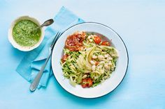 Verrassing! deze spaghetti is gemaakt van groente, dus krijg je met dit pastagerecht voor 2 personen extra veel vitaminen binnen - Recept - Allerhande