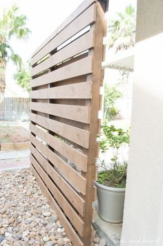 DIY Backyard Privacy Fence Ideas on A Budget (35) Privacy Wall Outdoor, Cheap Privacy Fence, Privacy Fence Designs, Garden Privacy, Privacy Screen Outdoor, Backyard Privacy, Backyard Fences, Outdoor Walls, Decks With Privacy Walls