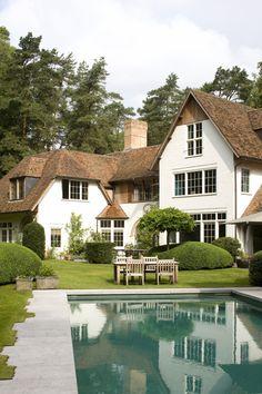 bdc saelen Home Exterior Interior Exterior, Exterior Design, Villa, Amazing Buildings, Mansions Homes, Dream House Exterior, The Sims, Classic House, Building Design