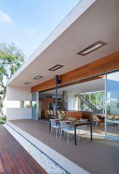 Open-flow modern dwelling in Venice Beach