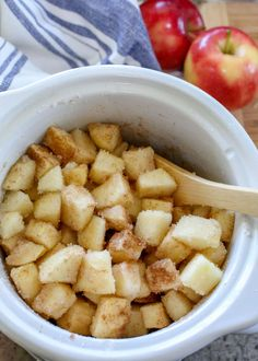Apples + Cinnamon + Sugar is all you need to make homemade apple butter! Slow Cooker Apples, Cooked Apples, Slow Cooker Recipes, Crockpot Recipes, Casserole Recipes, Apple Butter Canning, Homemade Apple Butter, Homemade Chai Tea, Blackberry Jam Recipes