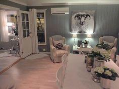 Titter innom for å ønske dere en fin kveld 🙋🙋 #myhome#livingroom#diningroom#mitthjem#hem_inspiration#hellinterior1#shabbyyhomes#interior123#interior125#interior4you1#interior444#interior4all#interior_and_living#interior9508#eleganceroom#inspire_me_home_decor#inspotoyourhome#roomforinspo#roominteriorr#likeforfollow#like4like#nordicinspiration#dagensinterior#interiorandhome#finehjem#charminghomes#interior12follow#mynorwegianhome#mylivingroom#mydiningroom