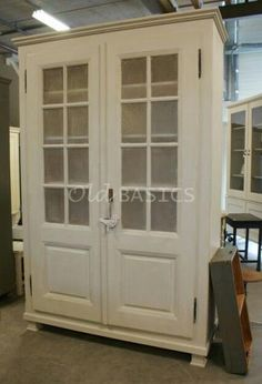 Prachtige grote oude kast. Stoere brocante stijl , mooie kleur!! www.old-basics.nl (webwinkel en grote loods van 750 m2)