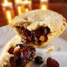 Leftover roast beef, apples, raisins, and spices become a quick make-ahead filling for mincemeat pies. Mince Meat, Mince Pies, Meat Pies, Pie Recipes, Dessert Recipes, Desserts, Fruit Dessert, Tofu Recipes, Pastries