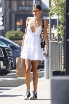 Kaia Gerber looks chic in a white cotton dress while out in Malibu Gerber was seemingly makeup free for the afternoon outing in her hometown. She wore her brown locks in a messy bun and accessorized with a single silver necklace. Trendy Fall Outfits, Summer Fashion Outfits, Looks Chic, Looks Style, Modell Street-style, Moda Fashion, Womens Fashion, Fashion Fashion, Korean Fashion