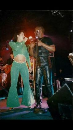 Selena and her backup singer Don Shelton. Don recently lost his life to cancer on 12/2/2014. Rest in peace Don. You're in Hustle Heaven now with Selena ❤️