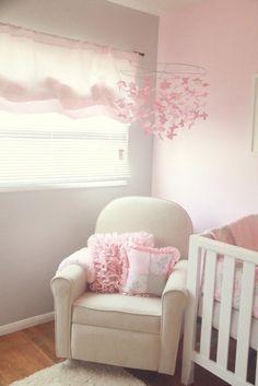Em nenhum quarto pode faltar um sofá para amamentar ou apenas mimar os nossos tesouros.