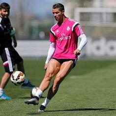 Cristiano's legs tho leg goals. Cristiano Ronaldo 7, Cr7 Ronaldo, World Best Football Player, Football Players, Cristiano Ronaldo Hd Wallpapers, Ronaldo Football, James Rodriguez, Madrid, Best Player