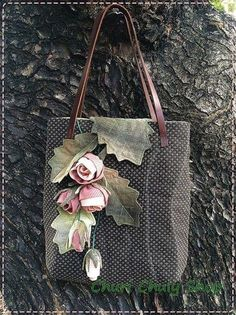 51 Ideas for patchwork bolsas ideas appliques Quilted Purse Patterns, Patchwork Bags, Quilted Bag, Japanese Bag, Lace Bag, Wedding Bag, Embroidered Bag, Denim Bag, Fabric Bags