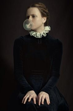 """Romina Ressia, With """"fresh air to the classical style"""""""