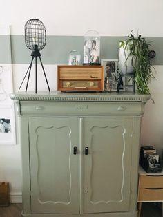 Dresser In Living Room, Bungalow Interiors, Houses In France, Green Cabinets, Interior Decorating, Interior Design, Furniture Restoration, New Room, Interior Inspiration