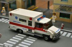 Custom City Ambulance model Medic emt red built by ABSDistributors Big Lego, Cool Lego, Lego Ambulance, Lego Hospital, Lego Minion, Lego Factory, Lego Fire, Lego Truck, Lego Room