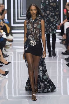 Versus Versace Spring 2016 Ready-to-Wear Collection  - ELLE.com