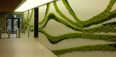 VERDEPROFILO MOSSwall® is a highly performing patented product which obtained fire certificates as well as sound absorption. Jardin Vertical Artificial, Vertikal Garden, Island Moos, Garden Wall Designs, Moss Decor, Fleur Design, Moss Art, Green Landscape, Plant Wall