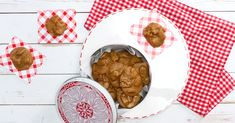 Pralines are delectable confections any month of the year Christmas Candy, Christmas Treats, Christmas Cookies, Christmas Foods, Christmas Desserts, Christmas Recipes, Holiday Recipes, Merry Christmas, Christmas 2017